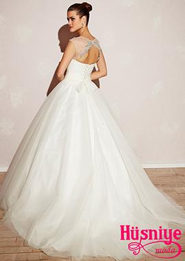 2018Sırt dekolteli, taş işlemeli, bedeni drapeli, kemerli fiyonklu, belden kabarık tül etekli prenses model
